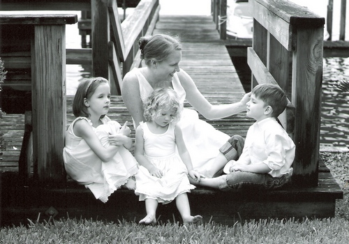Kristen with Ashlea, Rebecca, and Luke shortly after her diagnosis